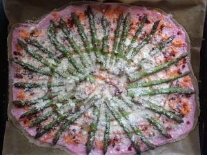 Himbeer-Minz-Flammkuchen mit Spargel