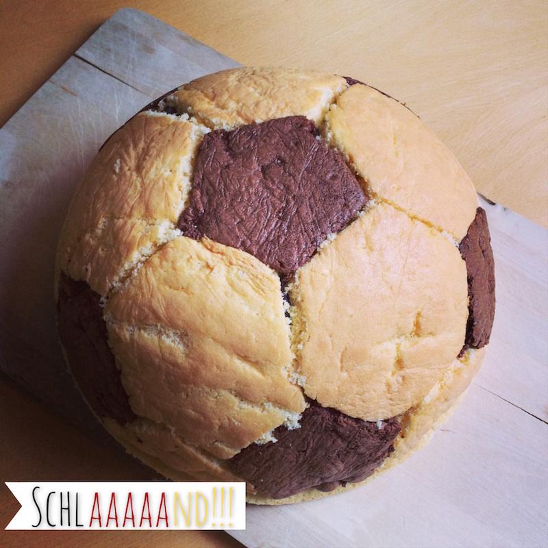 Fußball Charlotte / Schwarz Rot Gold Kuchen